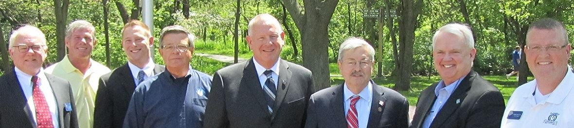 Photo of Council and Mayor with Governor Branstad